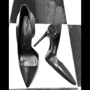 Kenneth Cole Black Leather D'Orsay Pumps